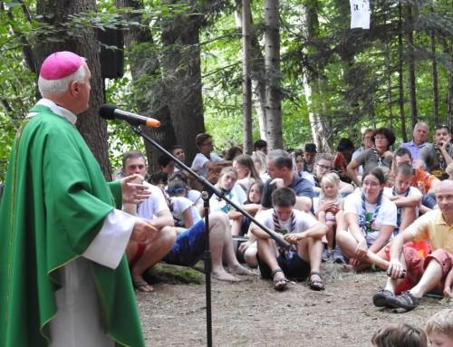 Nadškof msgr. Stanislav Zore OFM obiskal skavte na taboru Emonada